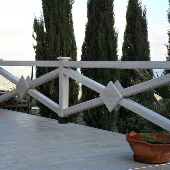 Ringhiera in legno moderna bianca