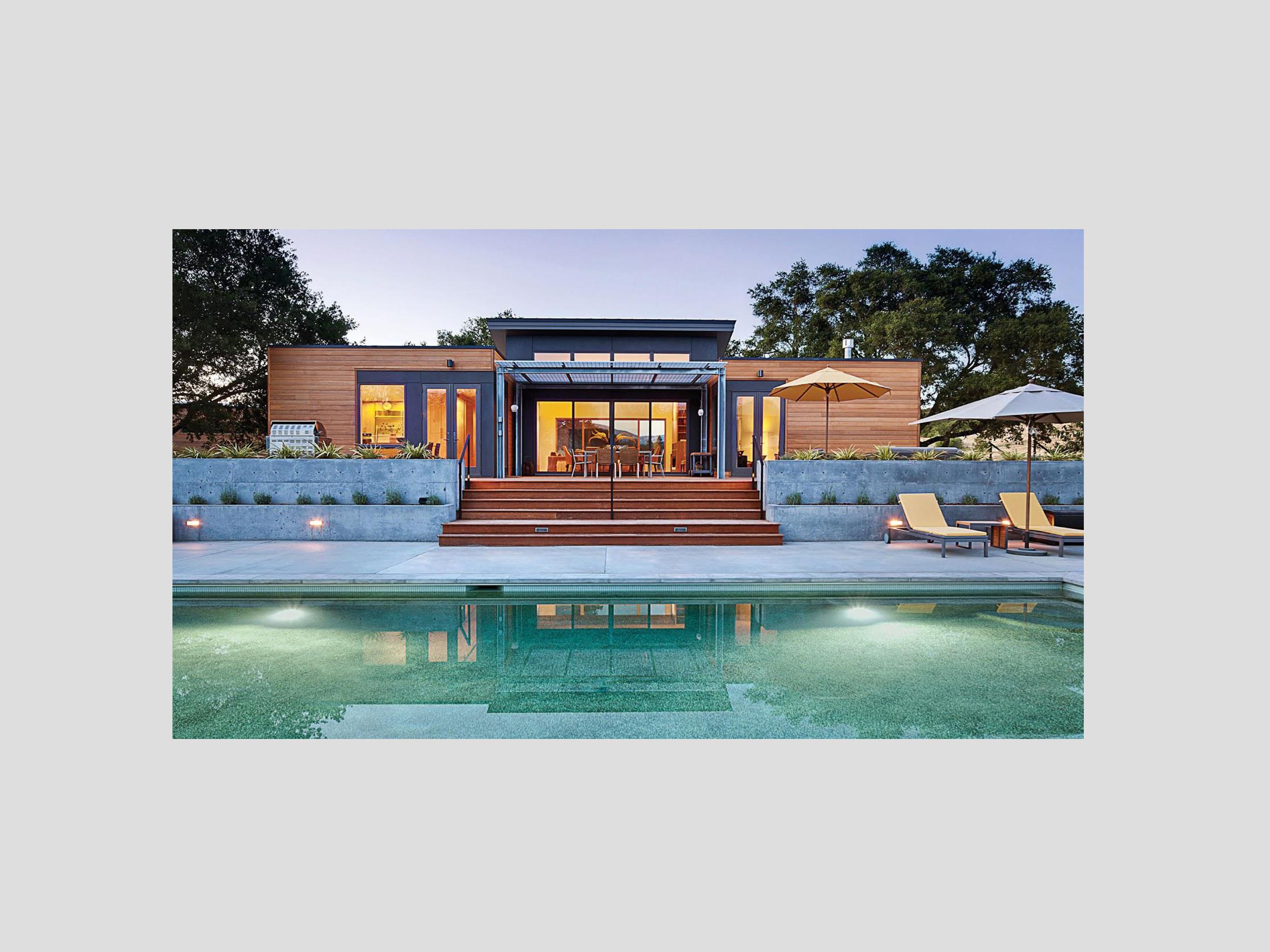 CASA moderna in legno con piscina